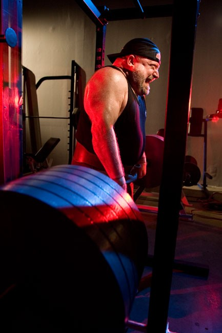 Sports Hypnotherapist Peter Siegel bodybuilder demonstrates lifting massive amounts of weights in the gym